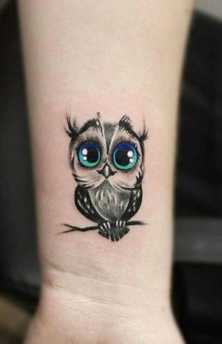tatuaje buho mujer