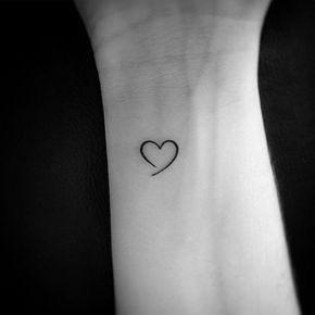 tatuaje corazon pequeno