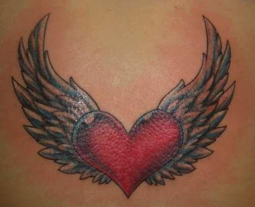 tatuaje corazon rojo con alas