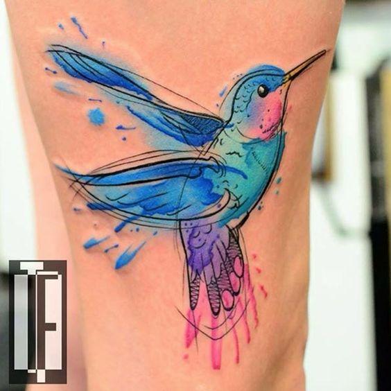 tatuaje lindo de colibri