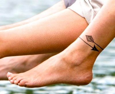 tatuaje pulsera tobillo flecha