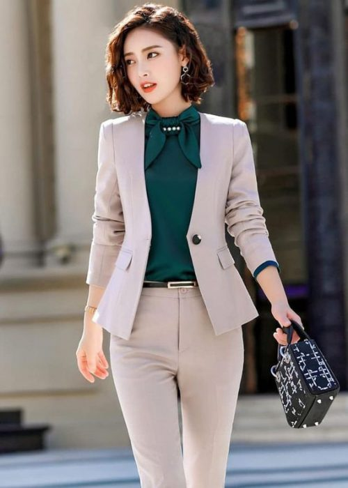 traje beige mujer formal