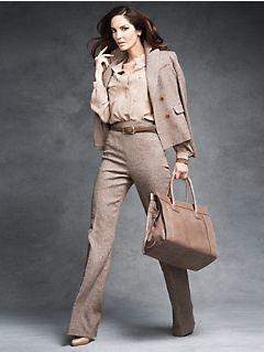traje formal beige mujer