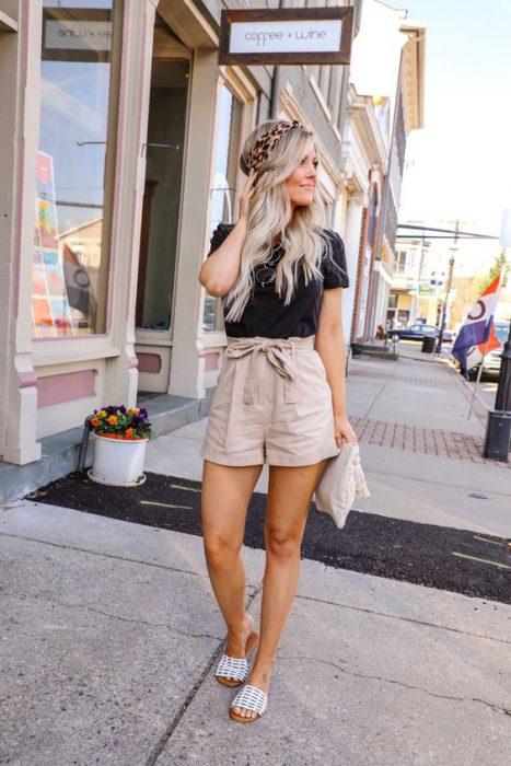 remera basica y short beige