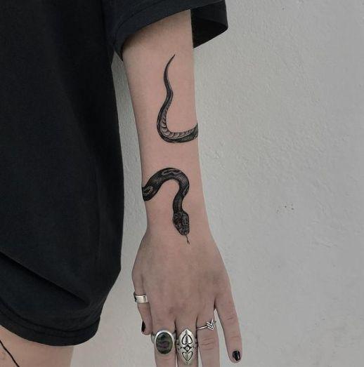 serpiente muneca tatuaje