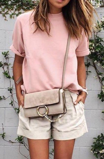 short beige y blusa rosa