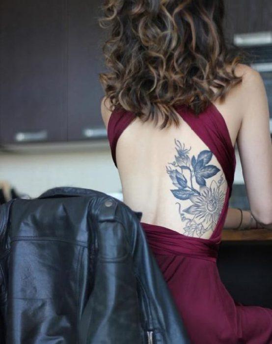 espalda tatoo mujer