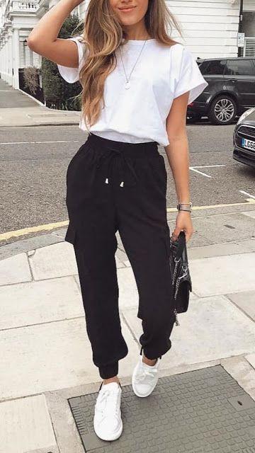 look deportivo con jogger y remera blanca