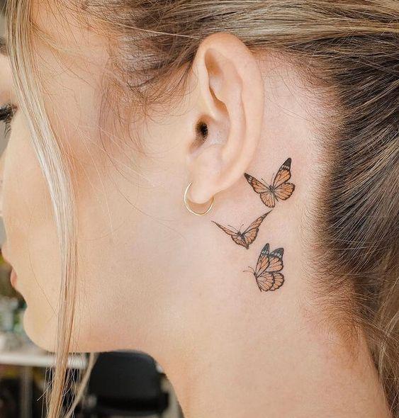 tatoo mariposas oreja