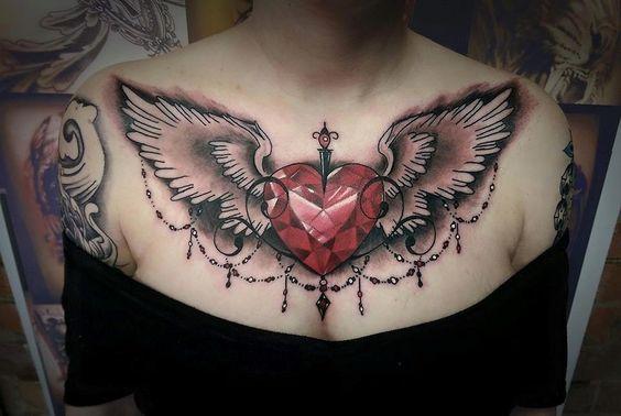 tatuaje corazon pecho