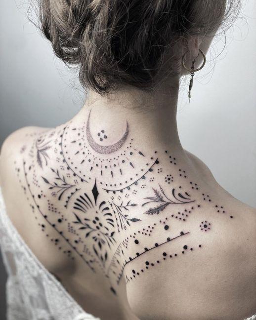 tatuaje espalda alta
