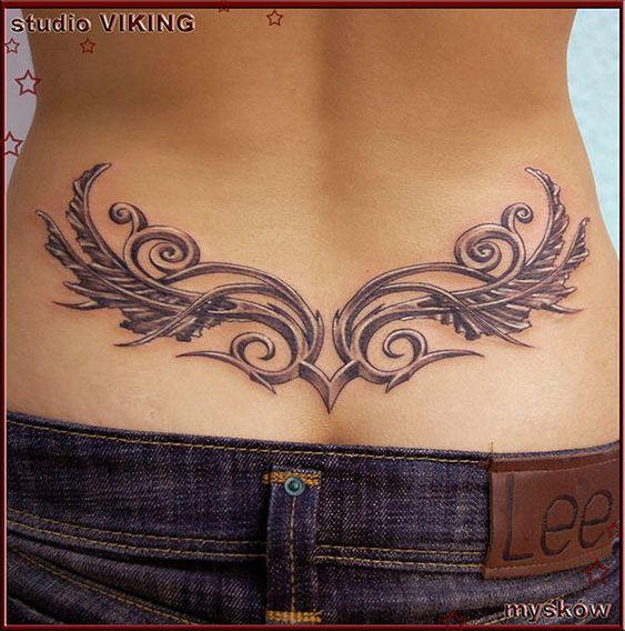 tatuaje espalda baja mujer