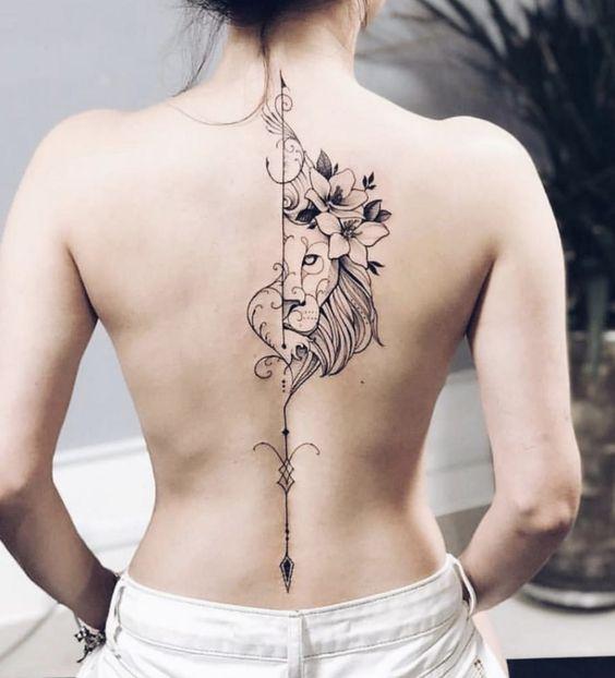 tatuaje espalda columana mujer 1