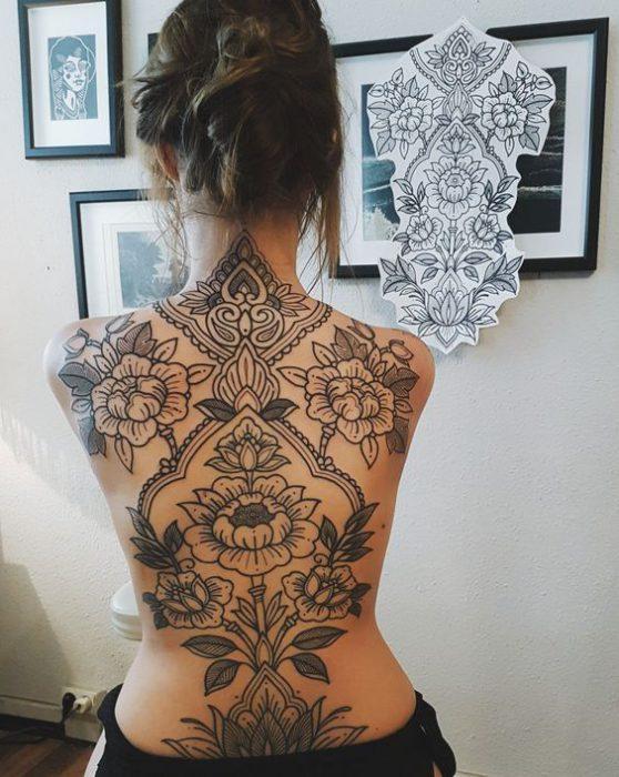 tatuaje espalda completa para mujer