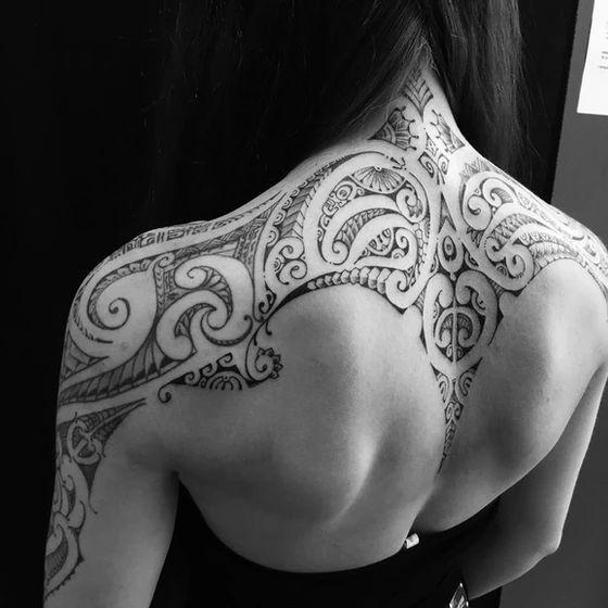 tatuaje espalda y hombros