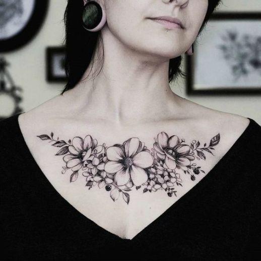tatuajes de flores pecho