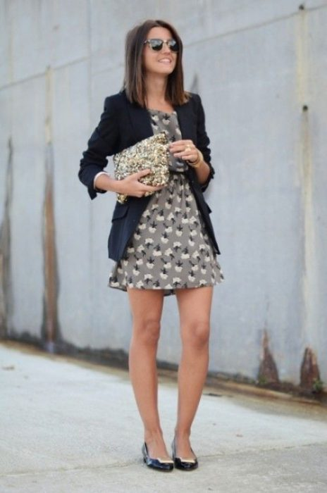 blazer azul y vestido corto