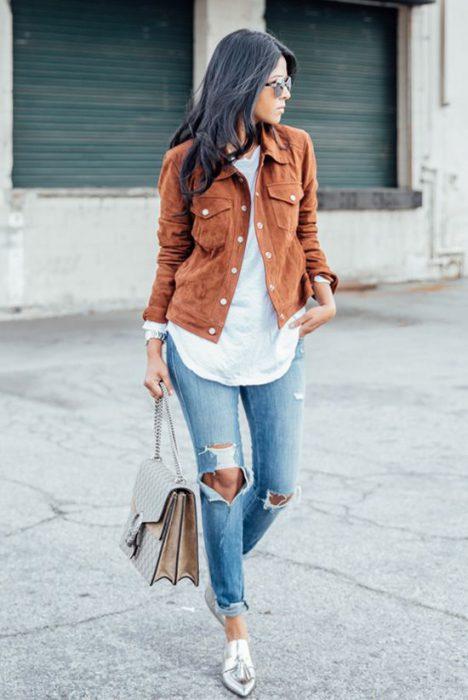 look informal con jeans y zapatos plaeados
