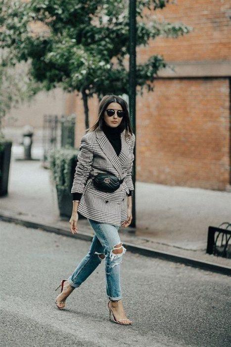 outfit mujer con rinonera
