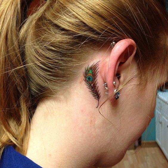 tatuuaje antras de la oreja