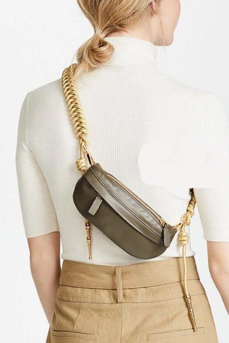 usar bandolera espalda