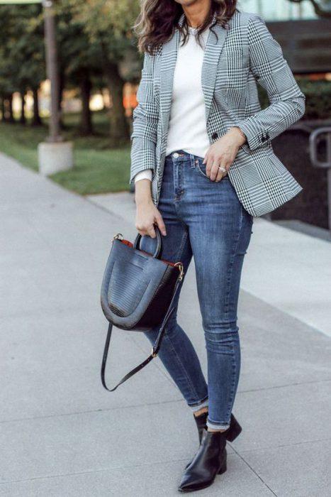 botitnetas y jeans para el trababjo