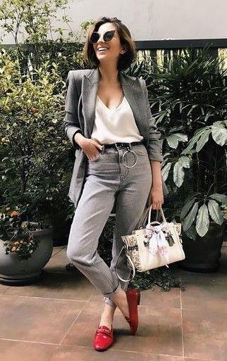jeans gris y blazer oficina