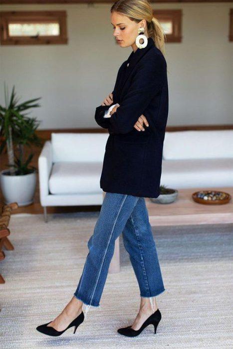 jeans y blazer oficina invierno