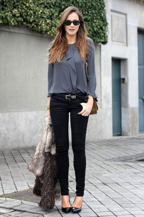 look con cacmisa y jeans negro para ir al trabajo