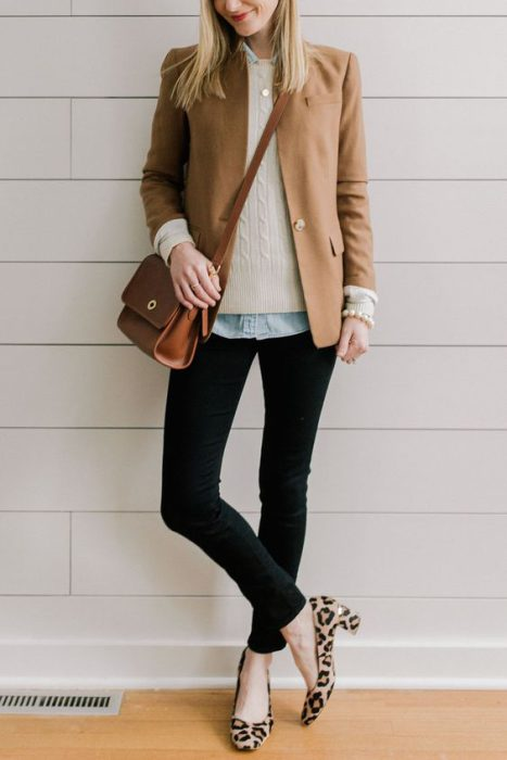 outfit con jeans oficina