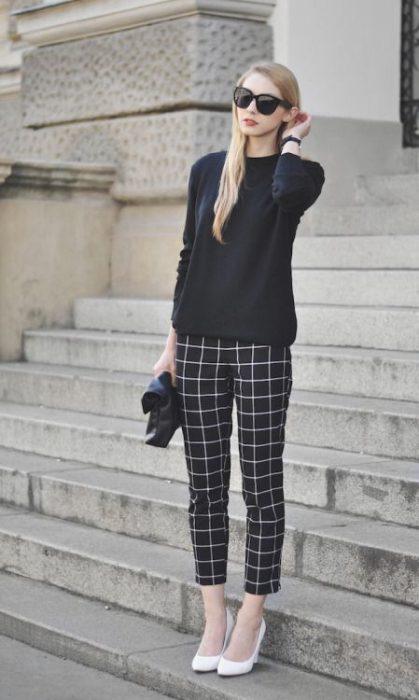 outfit de otono con pantalonn a cuadros